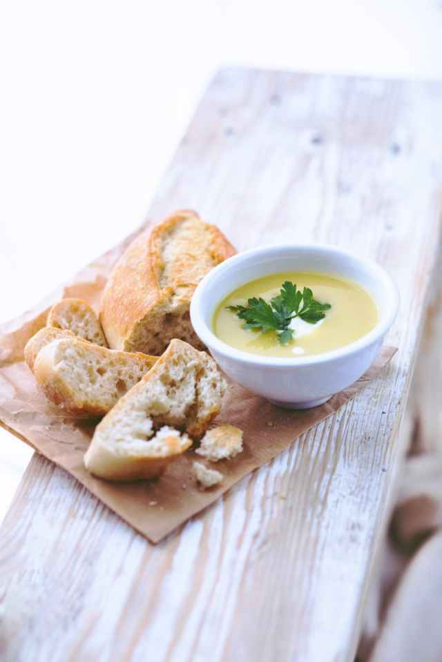 leek and potato soup with bread